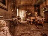 Abandoned Bungalow House Escape