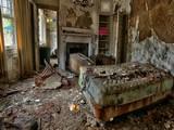 Abandoned Amaze Room Escape