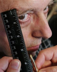 Самые длинные брови в мире