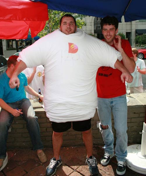 Мировой рекорд : Он одел на себя 121 майку