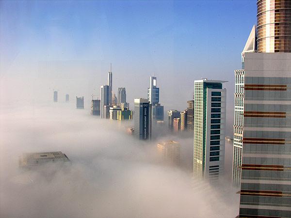 Туманный рассвет в Дубаи