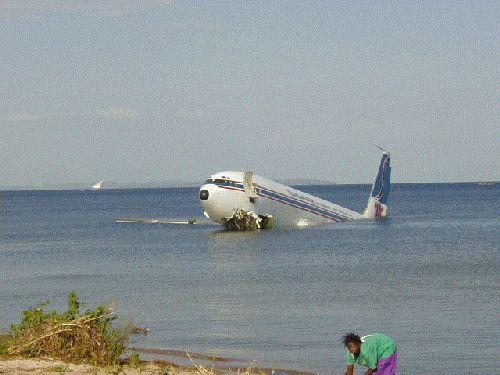Им повезло : Авиакатастрофа в Африке