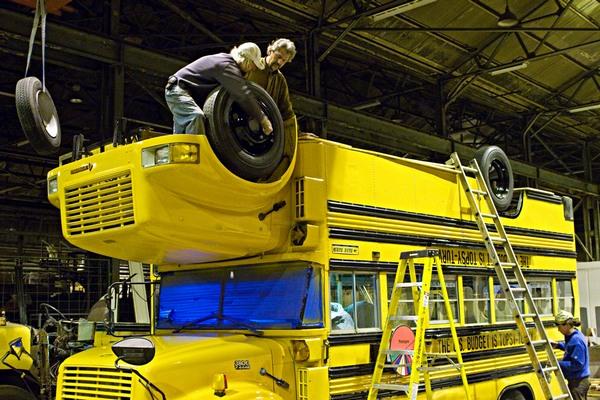 Автобус кверхтормашками
