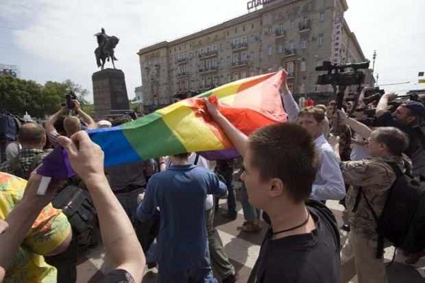 В Москве состоялся первый законный пикет гей-активистов.