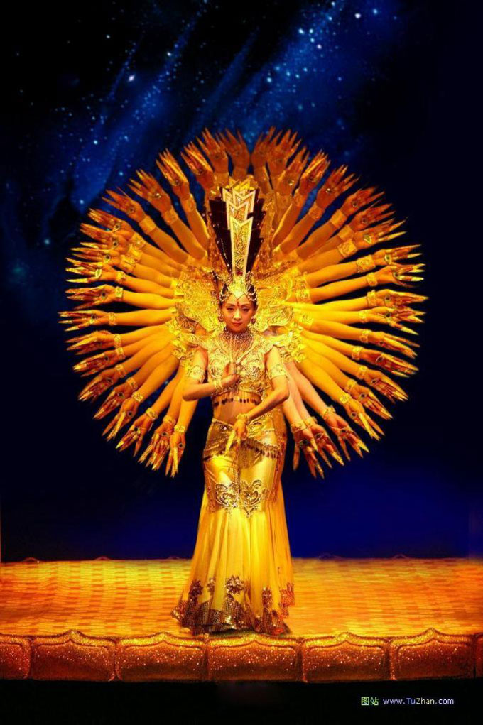 Китайцы танцуют индийские танцы