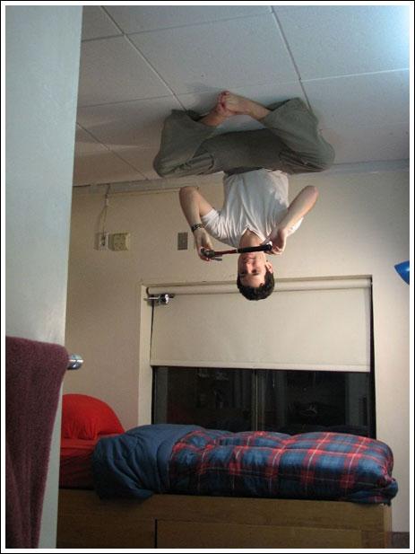 Как сделать фото ногами на потолке