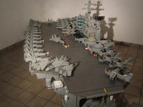 Авианосец из Лего