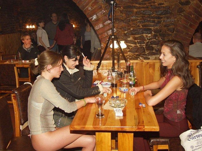 фото голых девушек в барах ресторанах в кафе