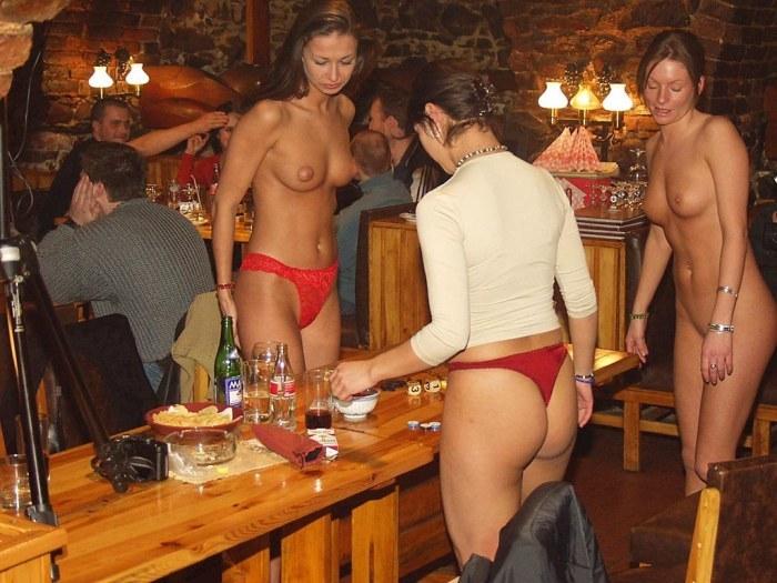 foto-golaya-v-restorane