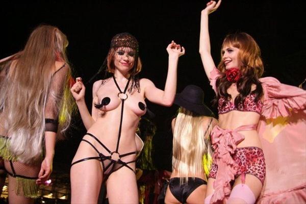 video-eroticheskie-pokazi-modi