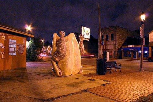 Памятник куриному окорочку