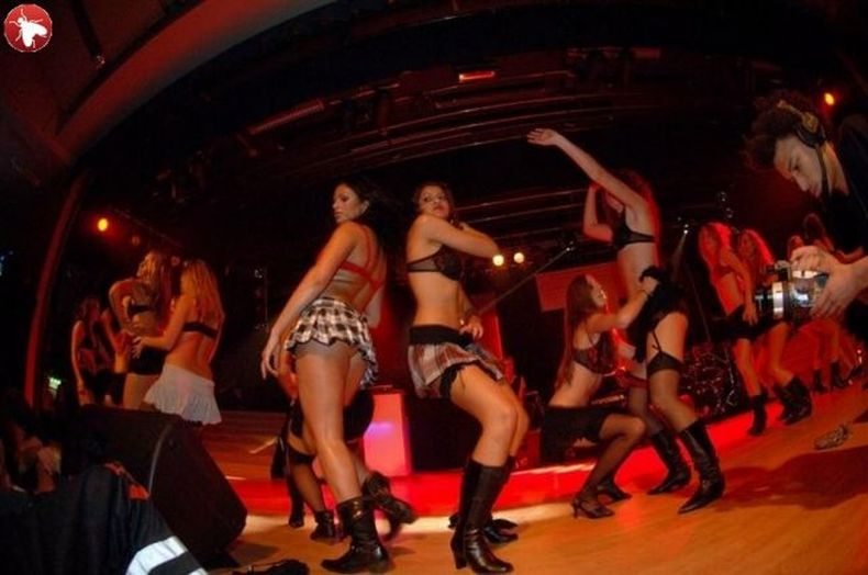 shvedskoe-striptiz-shou-video