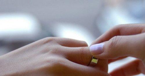 Кольцо с тиснением