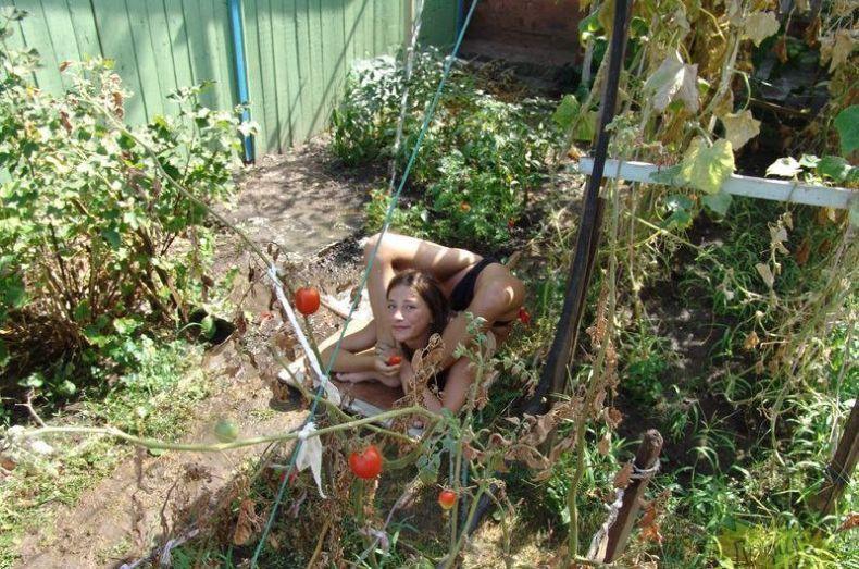 фото жена загорает на даче