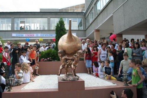 Памятник клизме