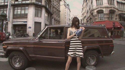 Голышом по Парижу