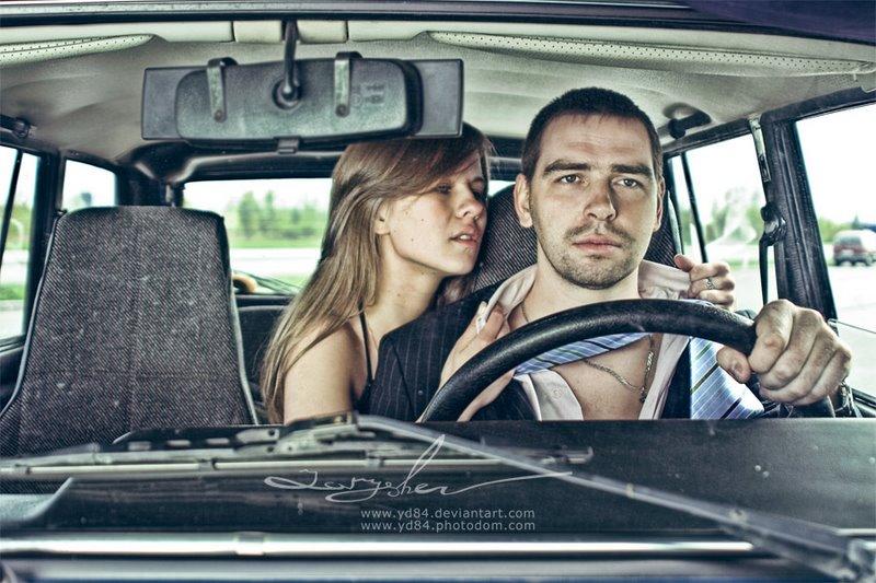 девушка приглашает парней в машину смотреть