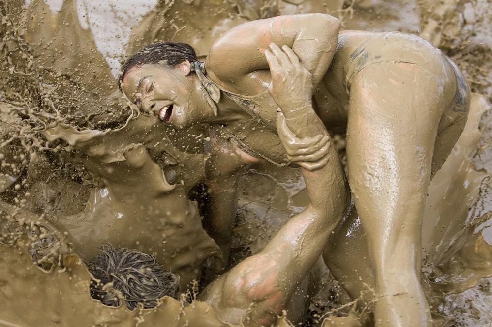 Набила пизду грязью