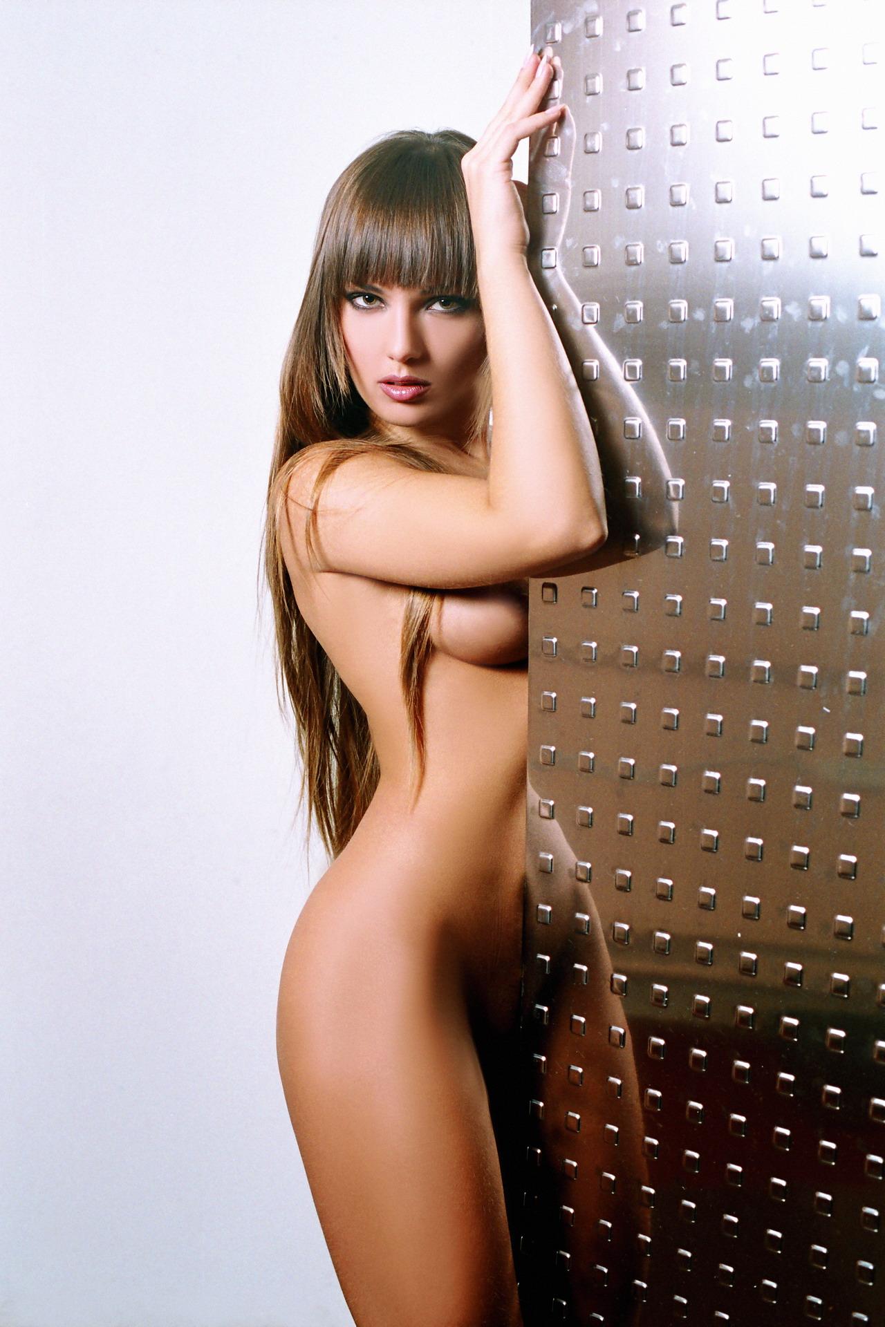 Рекламные фото голых девушек 25 фотография