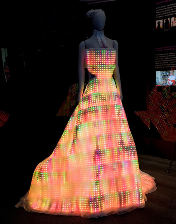 Экстравагантное платье