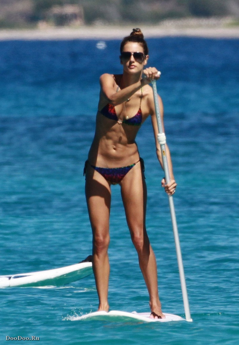 Очень худые девушки фото на пляжу