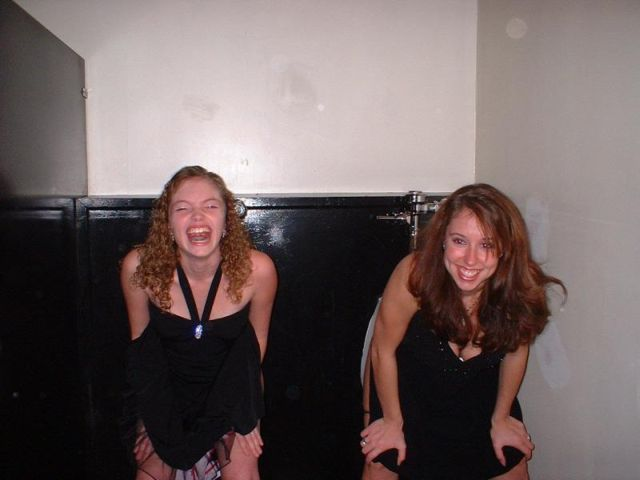 Ссущие девушки в туалете