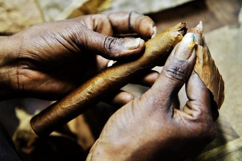 Как правильно курить сигары? - The Smokers Magazine