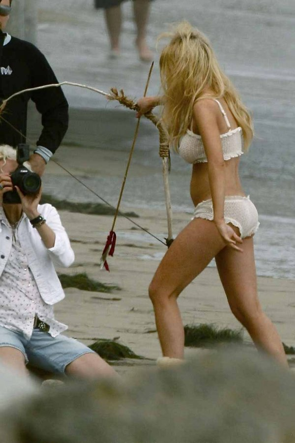 lindsay lohan recreates last nude photo № 78287