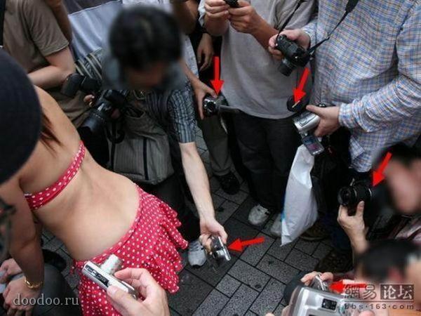Под юбками у китаянок видео
