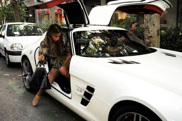 Под юбки в машине фото 691-113