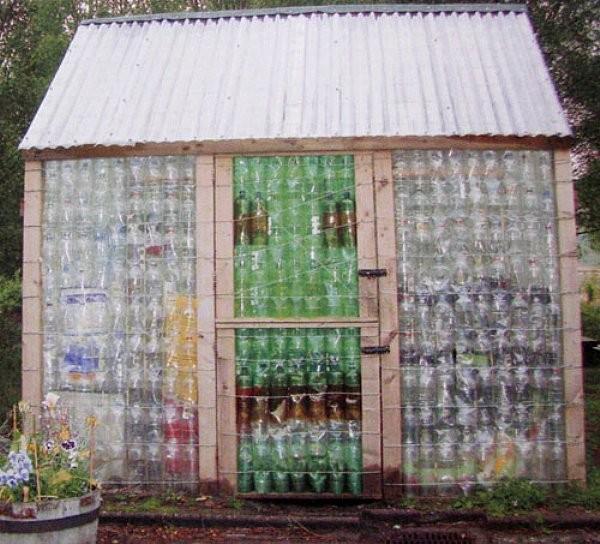 Летний домик из пластиковых бутылок своими руками