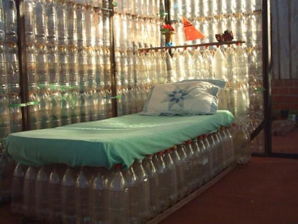 Пуфики из бутылок своими руками фото