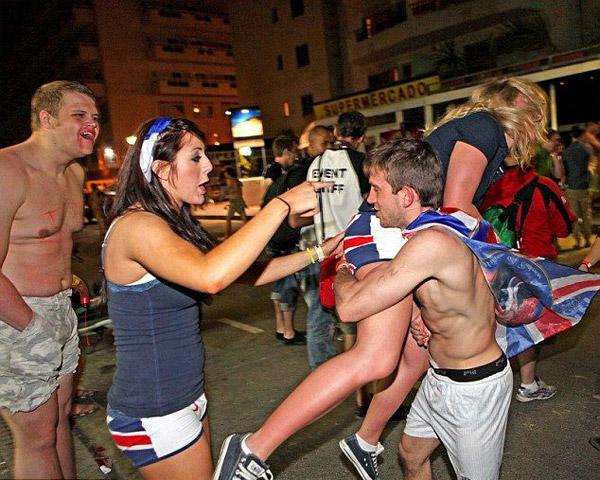 Как гуляют пьяные студенты фото 129-403