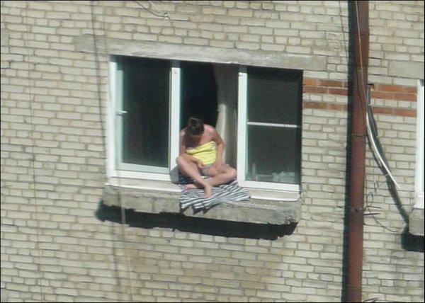 nablyudat-za-sosedyami-binokl-drochit