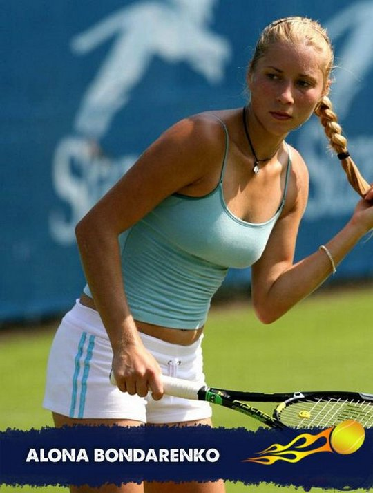 красивая круглая попа блондинки тенисистки
