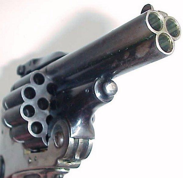 Трехствольный револьвер