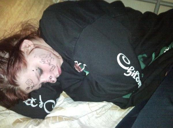 Спящая девушка дома фото 102-495