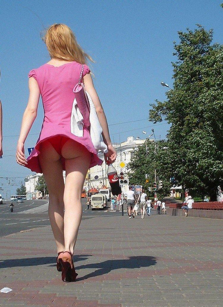 Юбки поднятые ветром фото 19 фотография