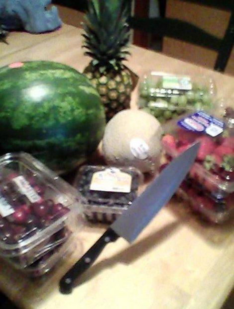 Арбуз с фруктами