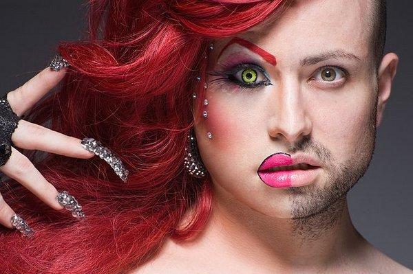 konchayut-v-rot-transseksuali