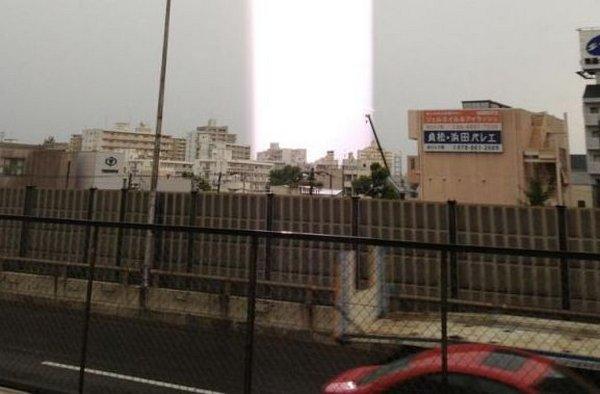 Световые столбы в небе