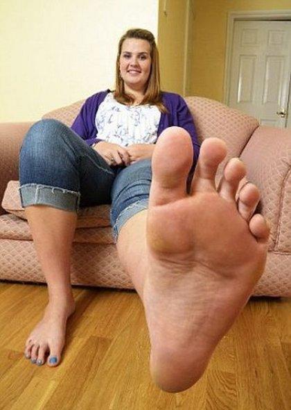 девушки с потными ногами фото