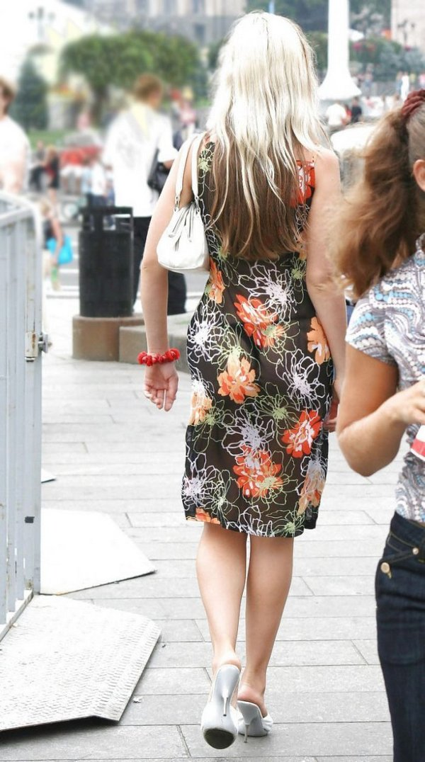 Фото девушек в прозрачных платьях летом на улице