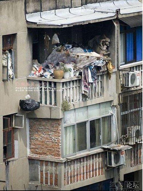golaya-zimoy-na-balkone