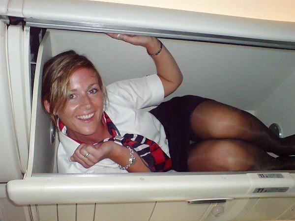 Под юбками у стюардесс фото