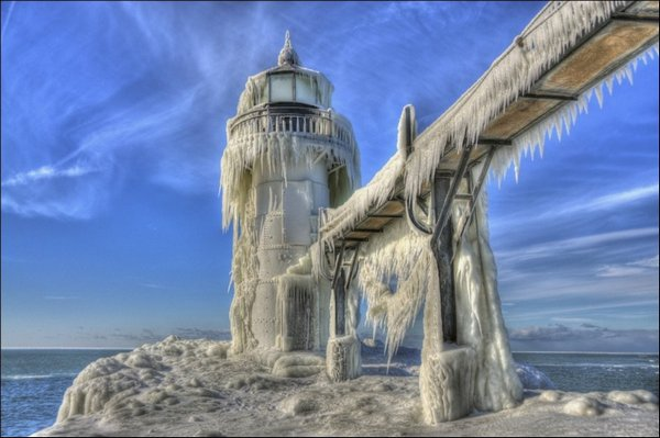 Маяк во льду