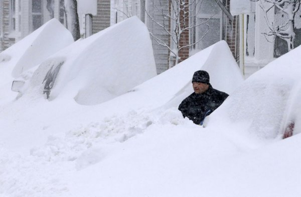 Америку засыпало снегом