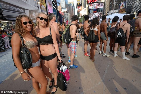 Раздетые на Таймс-сквер