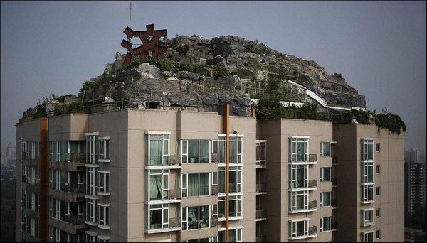 Скала на крыше