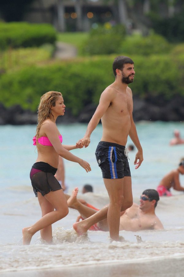 Шакира на пляже